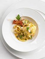 Tagliatelle alla carbonara (pasta with an egg and bacon sauc