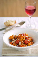 Pasta with meatballs and tomatoes