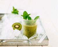 Kiwi fruit and Aloe vera shake with mint on ice