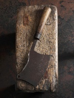 An old meat cleaver on a piece of wood 22199064058| 写真素材・ストックフォト・画像・イラスト素材|アマナイメージズ