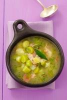 Leek and potato soup with bacon 22199064574| 写真素材・ストックフォト・画像・イラスト素材|アマナイメージズ