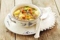 Potato soup with chanterelle mushrooms 22199064648| 写真素材・ストックフォト・画像・イラスト素材|アマナイメージズ