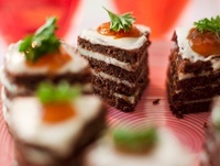 Pumpernickel canapes with Roquefort cream and mango chutney