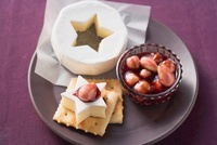 Nuts in red wine syrup with cheese and crackers