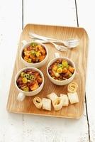 Chicken and bean stew with leek and tortilla strips 22199065683| 写真素材・ストックフォト・画像・イラスト素材|アマナイメージズ