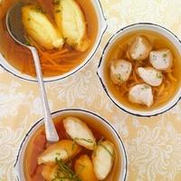 Broth with semolina dumplings, meat dumplings and ricotta du 22199065729| 写真素材・ストックフォト・画像・イラスト素材|アマナイメージズ