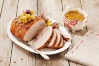 Roast pork with grapes 22199065863| 写真素材・ストックフォト・画像・イラスト素材|アマナイメージズ