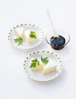 Balsamic vinegar jelly with brie