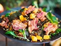 Autumnal salad with pumpkin and fried bacon 22199066926| 写真素材・ストックフォト・画像・イラスト素材|アマナイメージズ