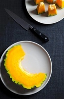 A slice of pumpkin and diced pumpkin on plates, seen from ab 22199067152| 写真素材・ストックフォト・画像・イラスト素材|アマナイメージズ