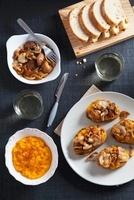 Toast with pumpkin pate and mushrooms 22199067155| 写真素材・ストックフォト・画像・イラスト素材|アマナイメージズ