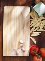 Tomatoes, garlic and cortecce pasta