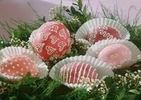 Decorated Easter eggs in paper cases 22199067670| 写真素材・ストックフォト・画像・イラスト素材|アマナイメージズ