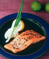 A fillet of salmon with peppercorns and lemon sauce