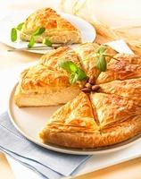 Puff pastry cake with lemon cream, sliced 22199067755| 写真素材・ストックフォト・画像・イラスト素材|アマナイメージズ