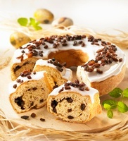 Yeast dough cake with raisins and icing sugar, sliced 22199067762  写真素材・ストックフォト・画像・イラスト素材 アマナイメージズ