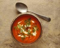Red pepper soup with creme fraiche and chervil 22199068446| 写真素材・ストックフォト・画像・イラスト素材|アマナイメージズ