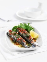Fried sardines with herbs and lamb's lettuce