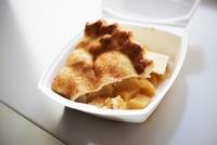 Slice of Apple Pie in Styrofoam To Go Box 22199068876  写真素材・ストックフォト・画像・イラスト素材 アマナイメージズ
