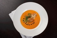 Tomato and pepper soup with Parmesan croutons 22199068915| 写真素材・ストックフォト・画像・イラスト素材|アマナイメージズ