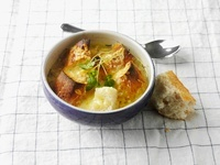 Onion soup with white bread