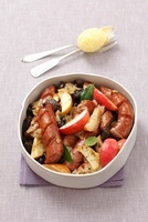 Sausage bake with juniper berries and apples for Easter (Pol