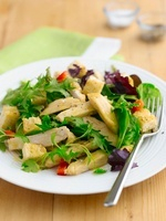 Mixed leaf salad with chicken, lemon and honey