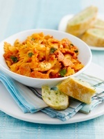 Farfalle with bacon and tomatoes