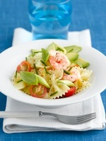 Pasta salad with giant prawns and tomatoes