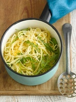 Linguine with lemon and rocket
