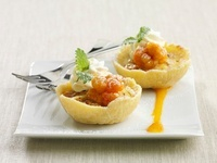 Tartlets with cloudberries and cream