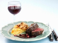 Elk fillet with cinnamon, redcurrants and root vegetable cak