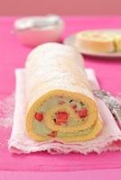 A sponge roll with a strawberry and basil cream filling 22199069988| 写真素材・ストックフォト・画像・イラスト素材|アマナイメージズ