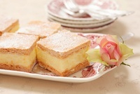 Puff pastry cakes with a vanilla cream filling