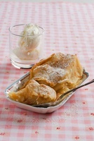 Mini apple strudel with honey ice cream (South Tyrol)