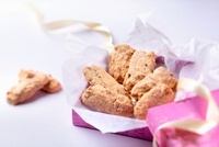 Meringue and walnut macaroons as a gift