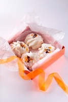 Vanilla and meringue biscuits as a gift