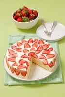 Sponge cake with Mascarpone cream and strawberries