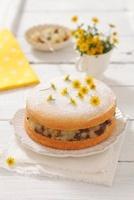 Sponge cake with apple sauce