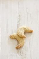 Crescent Shaped Mexican Wedding Cookies 22199071251| 写真素材・ストックフォト・画像・イラスト素材|アマナイメージズ