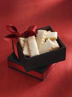 Pariser Stangerl (Austrian Christmas biscuits) as a gift 22199071545| 写真素材・ストックフォト・画像・イラスト素材|アマナイメージズ