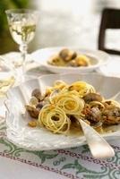 Spaghetti with Venus clams in white wine sauce
