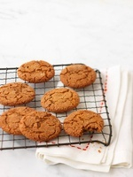 Ginger biscuits on a wire rack