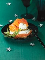 Lentil biscuits with smoked salmon and yogurt dumplings