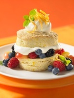 Shortcake with mixed fruit, cream and candied orange zest