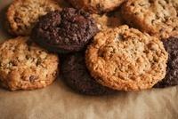 Double Chocolate Chip and Chocolate Chip Cookies 22199071786| 写真素材・ストックフォト・画像・イラスト素材|アマナイメージズ