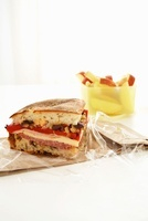 Muffuletta Sandwich with Apple Slices 22199071949| 写真素材・ストックフォト・画像・イラスト素材|アマナイメージズ