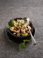 Sauteed chicken with Thai basil