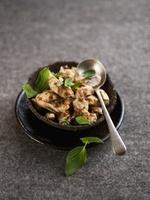 Sauteed chicken with Thai basil 22199072082| 写真素材・ストックフォト・画像・イラスト素材|アマナイメージズ