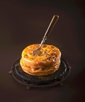 Sunken' apple-cinnamon cake 22199072287| 写真素材・ストックフォト・画像・イラスト素材|アマナイメージズ